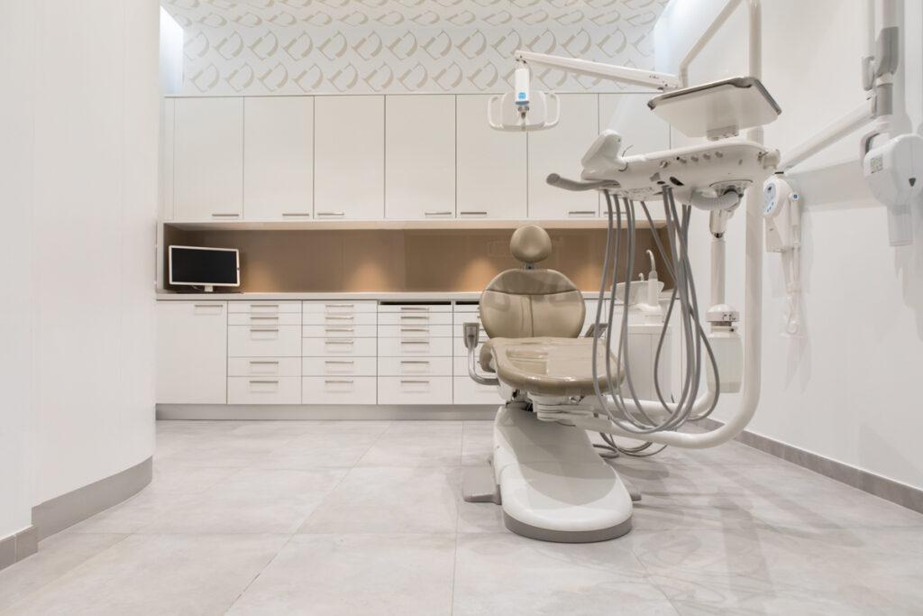 Bilateral Arquitectos - Clínica Dental Otero & Puertas 24