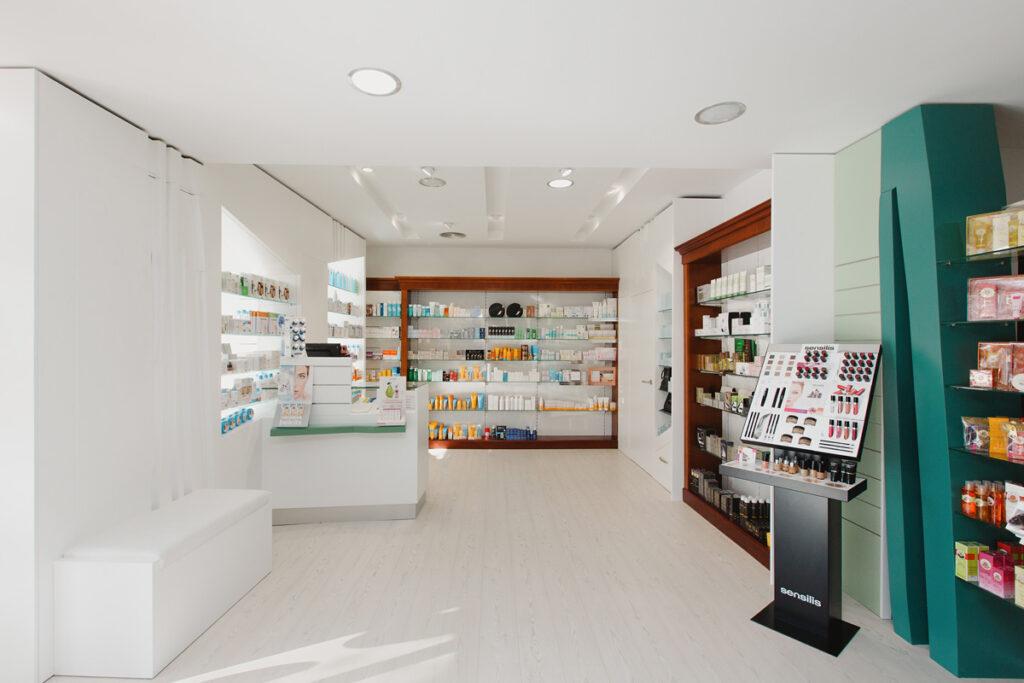 Bilateral Arquitectos - Farmacia San Miguel 10