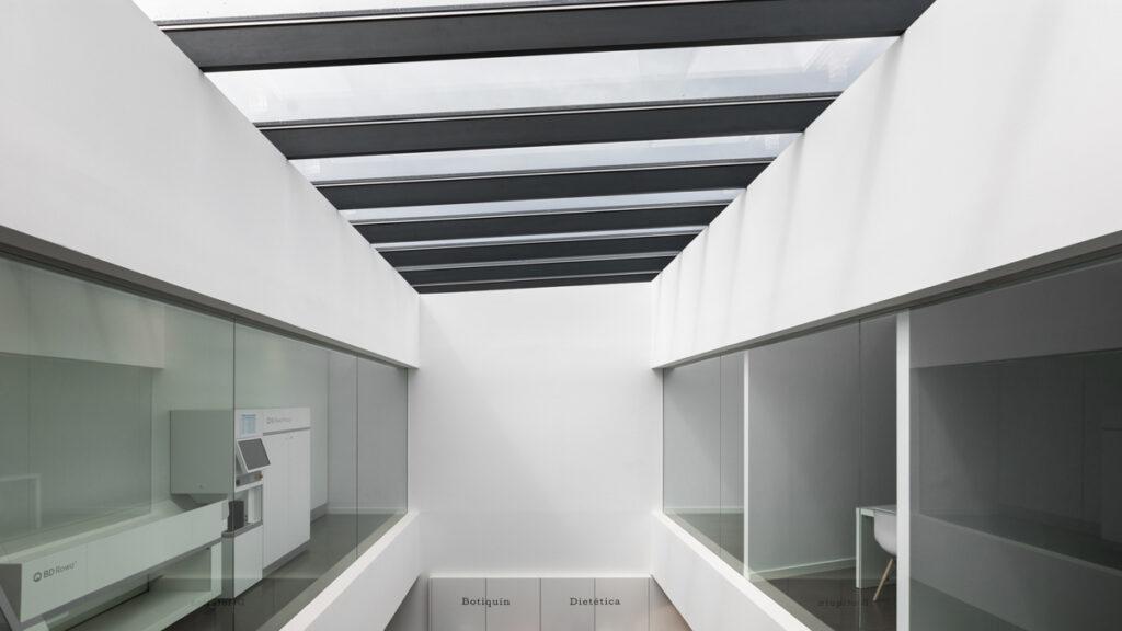 Bilateral Arquitectos - Farmacia Los Naranjeros 24